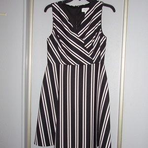 Elle Black & White Dress Zippered Back Size 6
